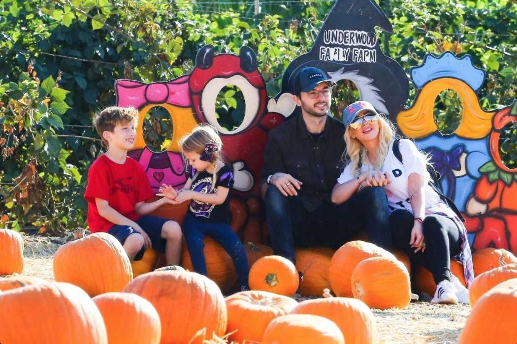 At_the_Pumpkin_Patch_with_Family_on_October_28-02.jpg