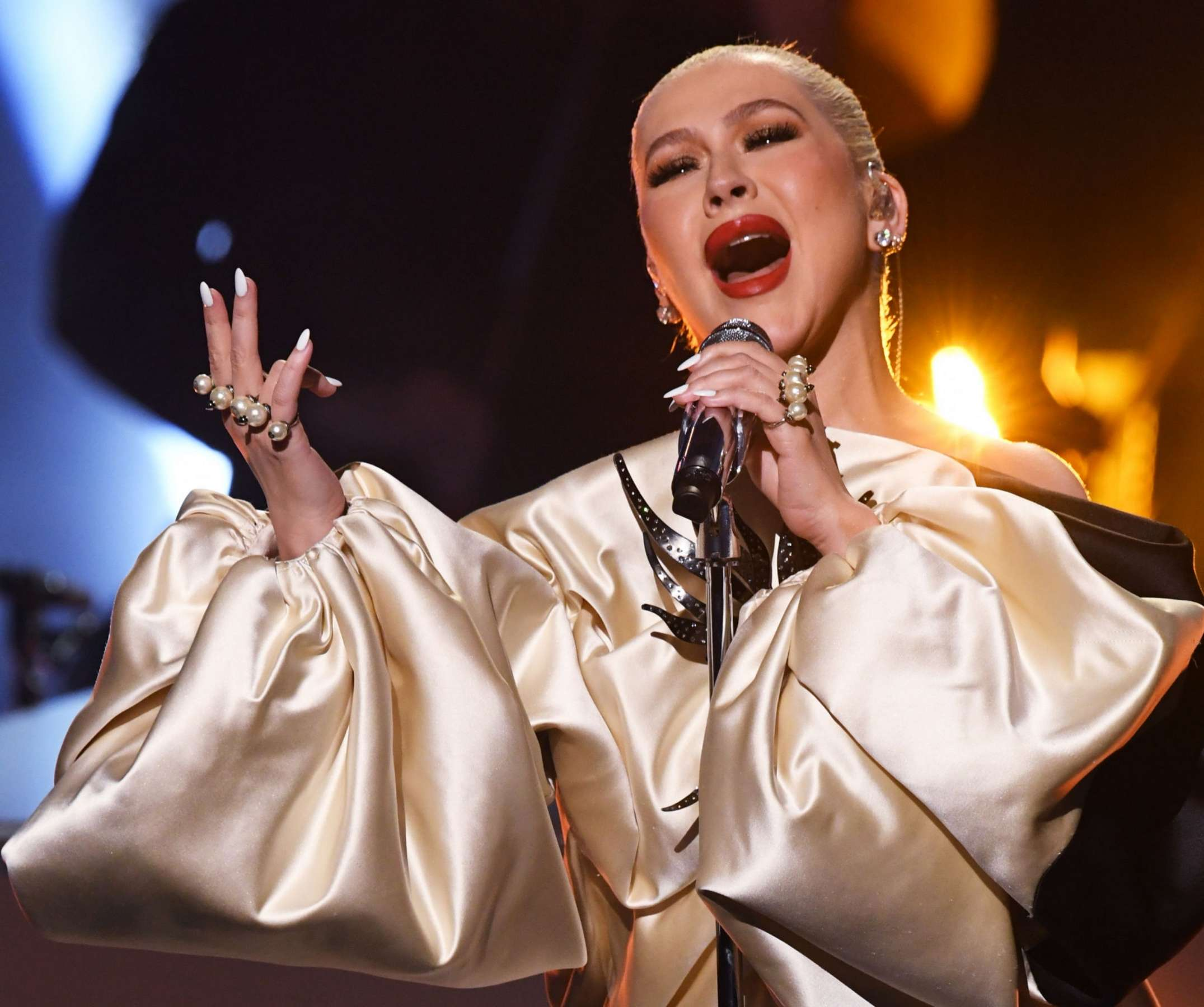 Christina_Aguilera_-_Performs_at_2019_American_Music_Awards_at_Microsoft_Theater_on_November_242C_2019-08.jpg