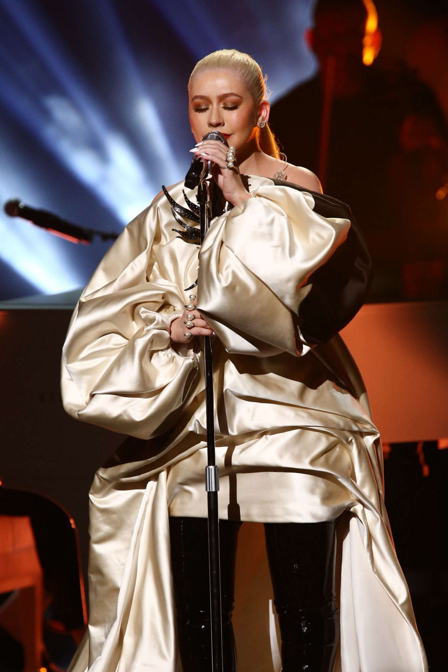 Christina_Aguilera_-_Performs_at_2019_Am