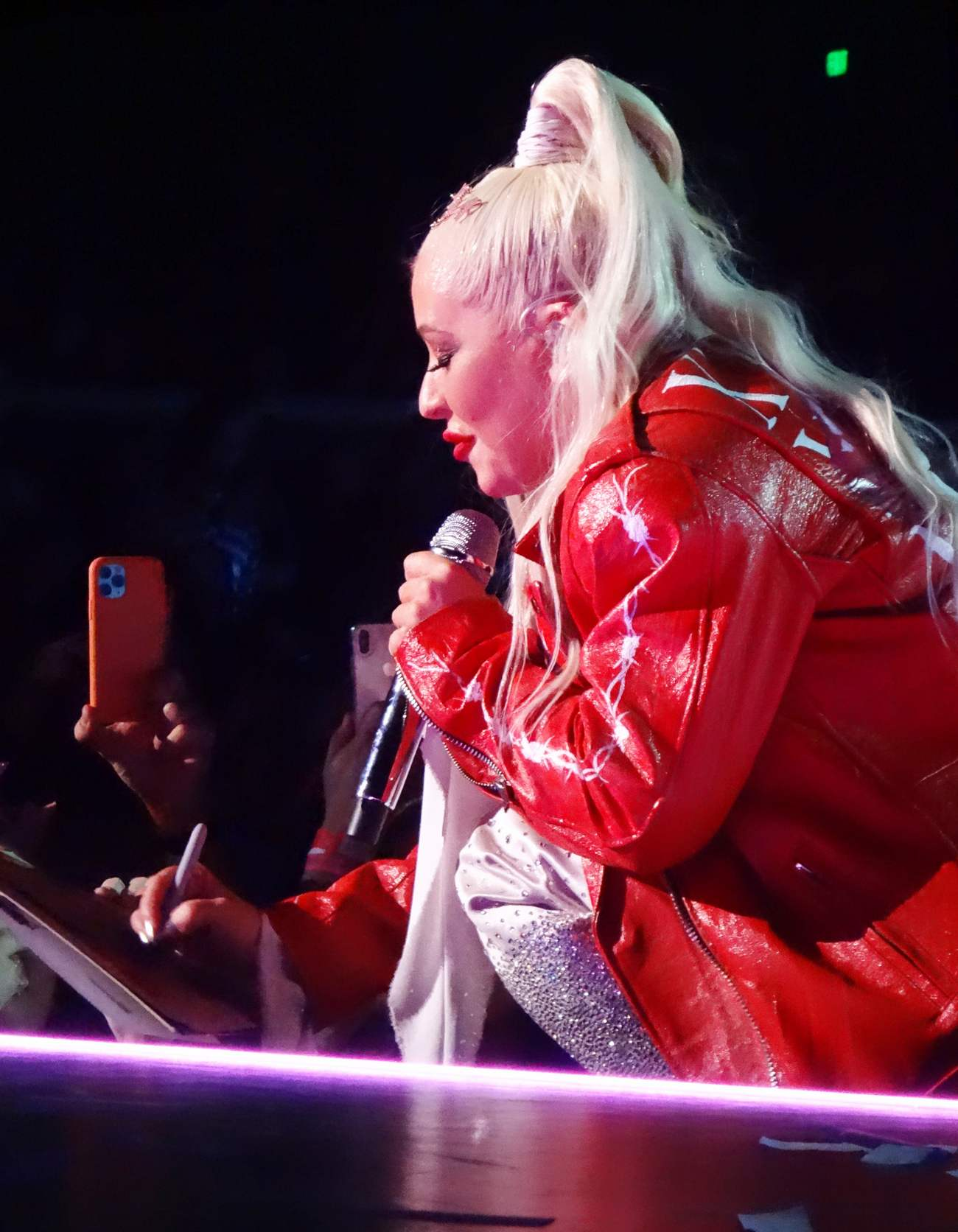 Christina_Aguilera_-_performing_for_a_New_Year_s_Eve_Performance_at_Zappos_Theatre_in_Las_Vegas2C_NV__12312019-45.jpg