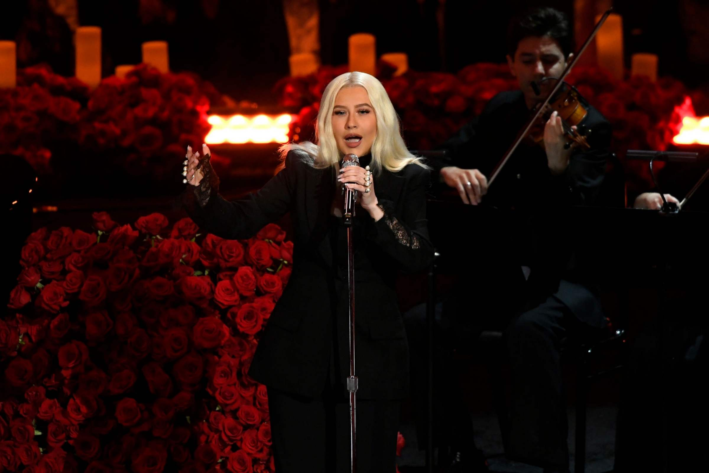 Christina_Aguilera_Performs_at_A_Celebration_of_Life_for_Kobe_and_Gianna_Bryant_-_February_24-07.jpg
