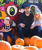 At_the_Pumpkin_Patch_with_Family_on_October_28-04.jpg