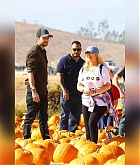 At_the_Pumpkin_Patch_with_Family_on_October_28-11.jpg