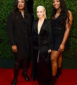 Christina_Aguilera_-_2017_American_Music_Awards_5BBackstage5D_-_November_19-07.jpg