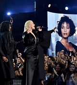 Christina_Aguilera_-_2017_American_Music_Awards_5BPerformance5D_-_November_19-03.jpg
