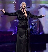 Christina_Aguilera_-_2017_American_Music_Awards_5BPerformance5D_-_November_19-04.jpg