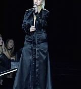 Christina_Aguilera_-_2017_American_Music_Awards_5BPerformance5D_-_November_19-05.jpg
