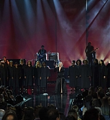 Christina_Aguilera_-_2017_American_Music_Awards_5BPerformance5D_-_November_19-06.jpg