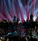 Christina_Aguilera_-_2017_American_Music_Awards_5BPerformance5D_-_November_19-07.jpg