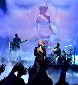 Christina_Aguilera_-_2017_American_Music_Awards_5BPerformance5D_-_November_19-09.jpg