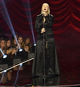 Christina_Aguilera_-_2017_American_Music_Awards_5BPerformance5D_-_November_19-10.jpg