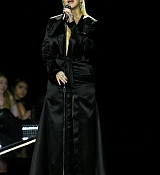 Christina_Aguilera_-_2017_American_Music_Awards_5BPerformance5D_-_November_19-11.jpg