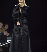 Christina_Aguilera_-_2017_American_Music_Awards_5BPerformance5D_-_November_19-13.jpg
