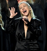 Christina_Aguilera_-_2017_American_Music_Awards_5BPerformance5D_-_November_19-16.jpg