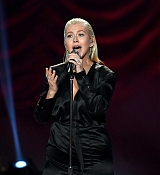 Christina_Aguilera_-_2017_American_Music_Awards_5BPerformance5D_-_November_19-18.jpg