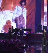 Christina_Aguilera_-_2017_American_Music_Awards_5BPerformance5D_-_November_19-19.jpg