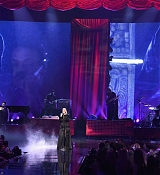 Christina_Aguilera_-_2017_American_Music_Awards_5BPerformance5D_-_November_19-20.jpg