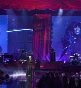 Christina_Aguilera_-_2017_American_Music_Awards_5BPerformance5D_-_November_19-21.jpg