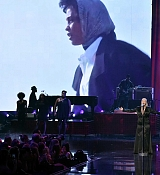 Christina_Aguilera_-_2017_American_Music_Awards_5BPerformance5D_-_November_19-22.jpg