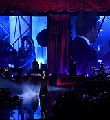 Christina_Aguilera_-_2017_American_Music_Awards_5BPerformance5D_-_November_19-23.jpg
