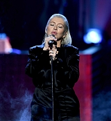 Christina_Aguilera_-_2017_American_Music_Awards_5BPerformance5D_-_November_19-24.jpg