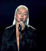 Christina_Aguilera_-_2017_American_Music_Awards_5BPerformance5D_-_November_19-25.jpg