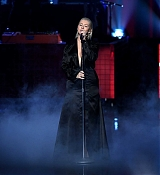 Christina_Aguilera_-_2017_American_Music_Awards_5BPerformance5D_-_November_19-26.jpg