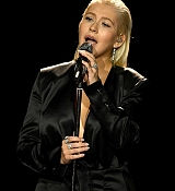 Christina_Aguilera_-_2017_American_Music_Awards_5BPerformance5D_-_November_19-27.jpg