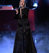 Christina_Aguilera_-_2017_American_Music_Awards_5BPerformance5D_-_November_19-28.jpg