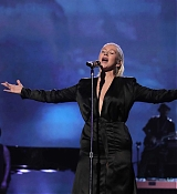 Christina_Aguilera_-_2017_American_Music_Awards_5BPerformance5D_-_November_19-30.jpg