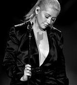 Christina_Aguilera_-_2017_American_Music_Awards_5BPerformance5D_-_November_19-31.jpg