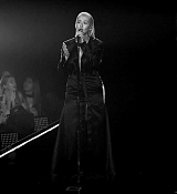 Christina_Aguilera_-_2017_American_Music_Awards_5BPerformance5D_-_November_19-37.jpg