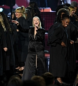 Christina_Aguilera_-_2017_American_Music_Awards_5BPerformance5D_-_November_19-39.jpg