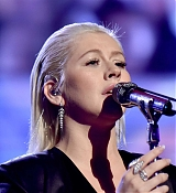 Christina_Aguilera_-_2017_American_Music_Awards_5BPerformance5D_-_November_19-40.jpg