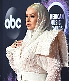 Christina_Aguilera_-_2019_American_Music_Awards_at_Microsoft_Theater_on_November_242C_2019-10.jpg