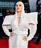 Christina_Aguilera_-_2019_American_Music_Awards_at_Microsoft_Theater_on_November_242C_2019-18.jpg