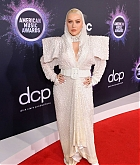 Christina_Aguilera_-_2019_American_Music_Awards_at_Microsoft_Theater_on_November_242C_2019-24.jpg