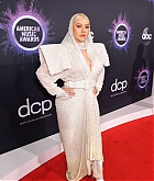 Christina_Aguilera_-_2019_American_Music_Awards_at_Microsoft_Theater_on_November_242C_2019-25.jpg