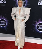 Christina_Aguilera_-_2019_American_Music_Awards_at_Microsoft_Theater_on_November_242C_2019-28.jpg