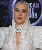 Christina_Aguilera_-_2019_American_Music_Awards_at_Microsoft_Theater_on_November_242C_2019-33.jpg