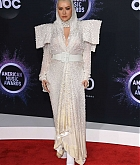 Christina_Aguilera_-_2019_American_Music_Awards_at_Microsoft_Theater_on_November_242C_2019-34.jpg