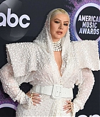 Christina_Aguilera_-_2019_American_Music_Awards_at_Microsoft_Theater_on_November_242C_2019-35.jpg