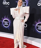 Christina_Aguilera_-_2019_American_Music_Awards_at_Microsoft_Theater_on_November_242C_2019-39.jpg