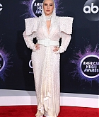 Christina_Aguilera_-_2019_American_Music_Awards_at_Microsoft_Theater_on_November_242C_2019-40.jpg