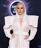 Christina_Aguilera_-_2019_American_Music_Awards_at_Microsoft_Theater_on_November_242C_2019-43.jpg
