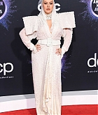 Christina_Aguilera_-_2019_American_Music_Awards_at_Microsoft_Theater_on_November_242C_2019-46.jpg