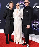 Christina_Aguilera_-_2019_American_Music_Awards_at_Microsoft_Theater_on_November_242C_2019-47.jpg