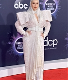 Christina_Aguilera_-_2019_American_Music_Awards_at_Microsoft_Theater_on_November_242C_2019-49.jpg