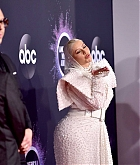 Christina_Aguilera_-_2019_American_Music_Awards_at_Microsoft_Theater_on_November_242C_2019-52.jpg
