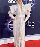 Christina_Aguilera_-_2019_American_Music_Awards_at_Microsoft_Theater_on_November_242C_2019-57.jpg